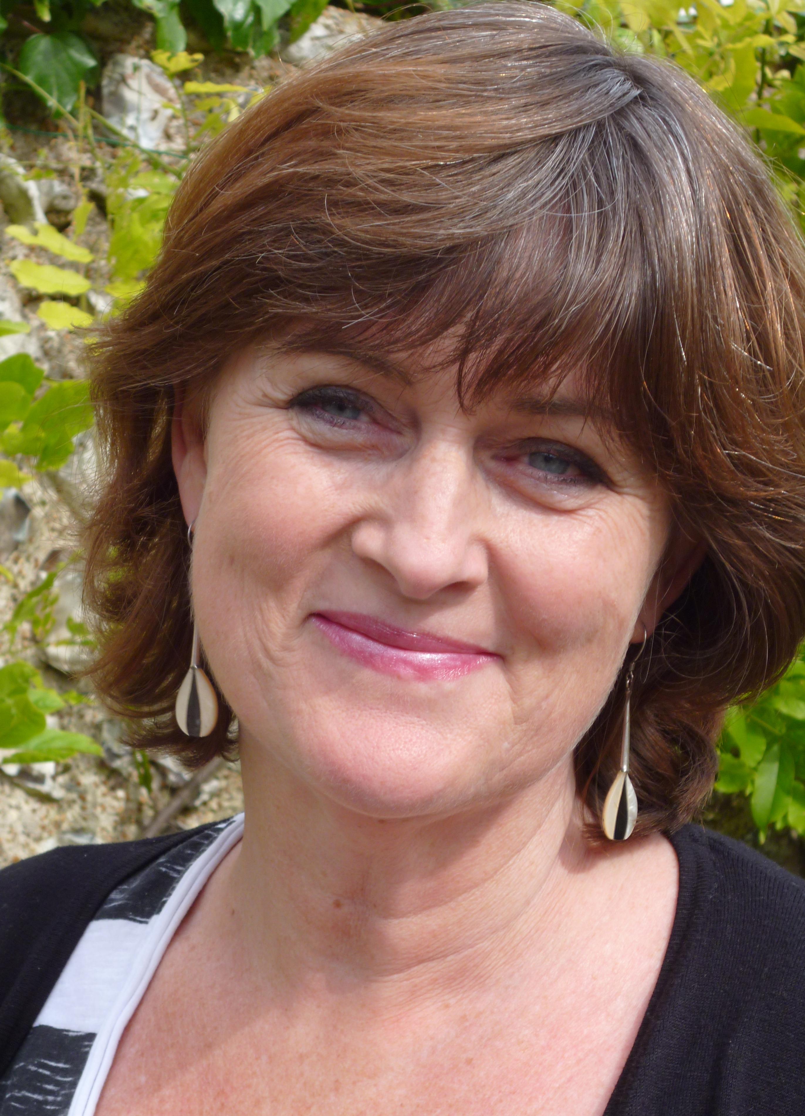 Helen Davies Net Worth