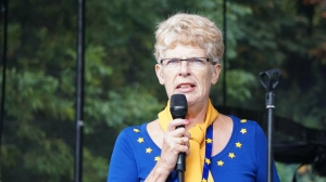Sue Wilson, Chair of Bremain in Spain, addresses StopBrexit rally  - click for high res image