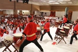 Japeneese taiko drummers enthrall the crowd on New Years eve
